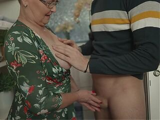 Video từ grannyxxtube.com