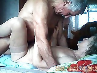 Video dari oldwomanporn.net