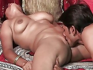 Video dari roughindianporn.com