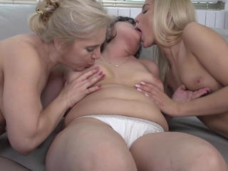 Mature moms sharing sweet blonde daughter Sex Tubes