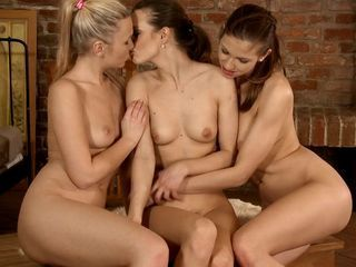 Klara Tania And Juliette Passionate Threesome